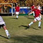 Радослав Грозков изнася топката в търсене на поредна възможност за попадение.